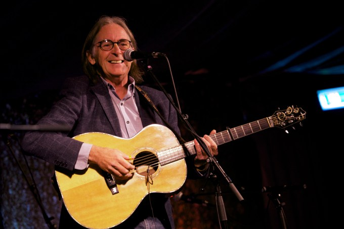 Dougie Maclean With De Temps Antan Mumble Music
