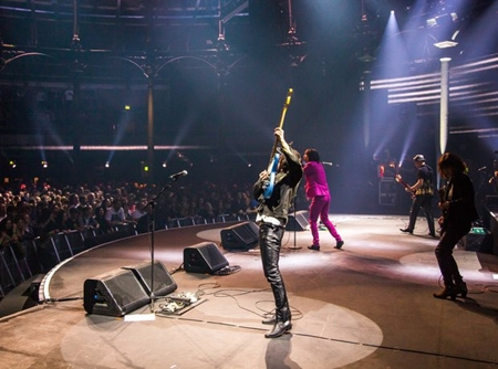 Primal Scream - Live @ Olympia Grand Hall, London, England, 26-11-2010.jpg
